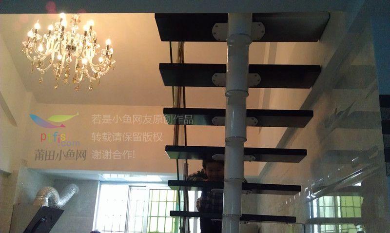 楼中楼吊顶灯和楼梯