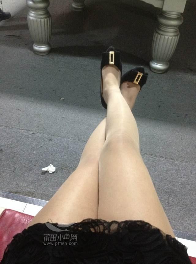 蕾丝短裙,肉色丝袜同样杀伤力十足