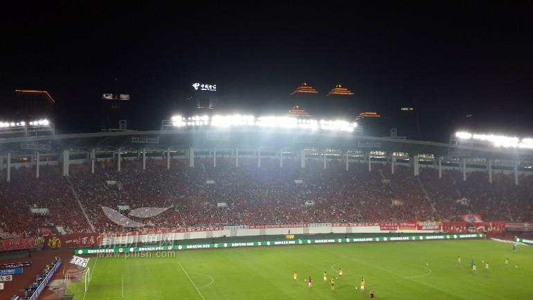 中国足球协会超级联赛现场图片---广州天河体育