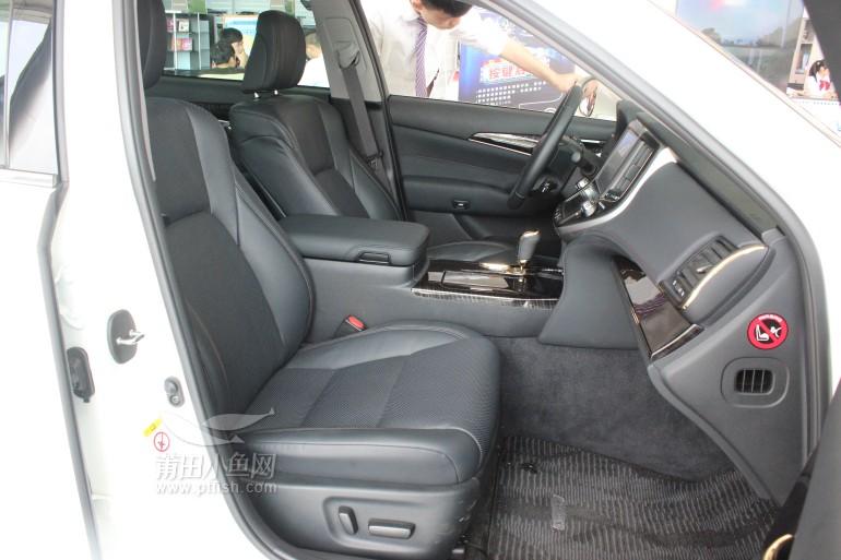 而副驾驶座椅则可4向电动调节.