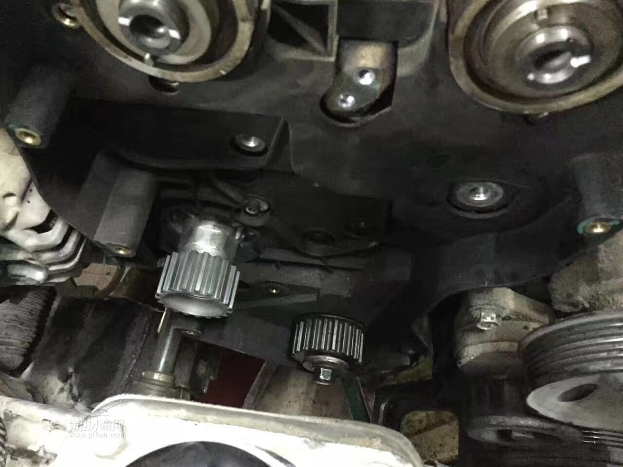 别克凯越更换发动机皮带 时规皮带 水泵 涨紧轮 气门室盖垫 半轴 清洗