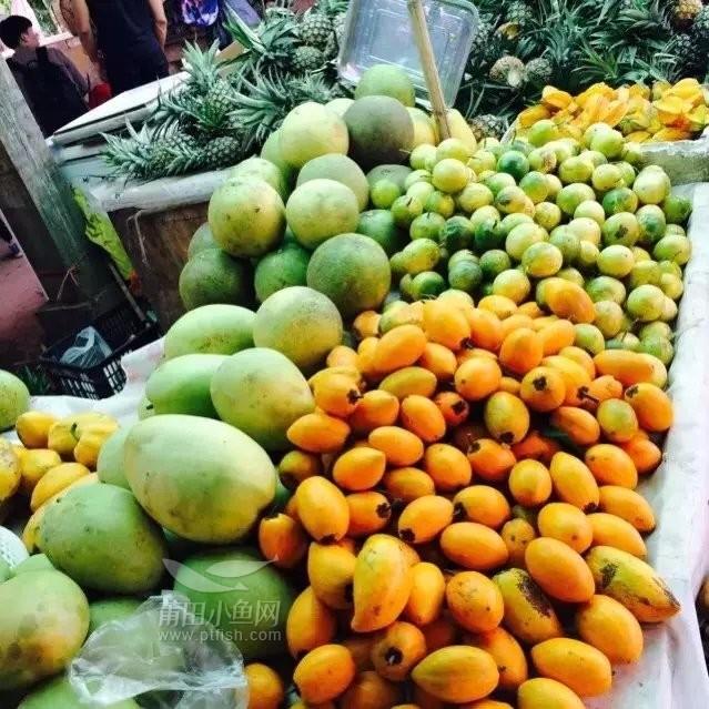 云南四季如春,便也就盛产水果了,基本没走几百米就能遇到这样的水果