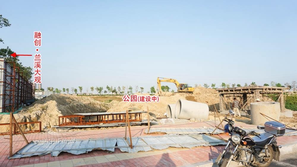 项目紧邻的规划公园正在建设