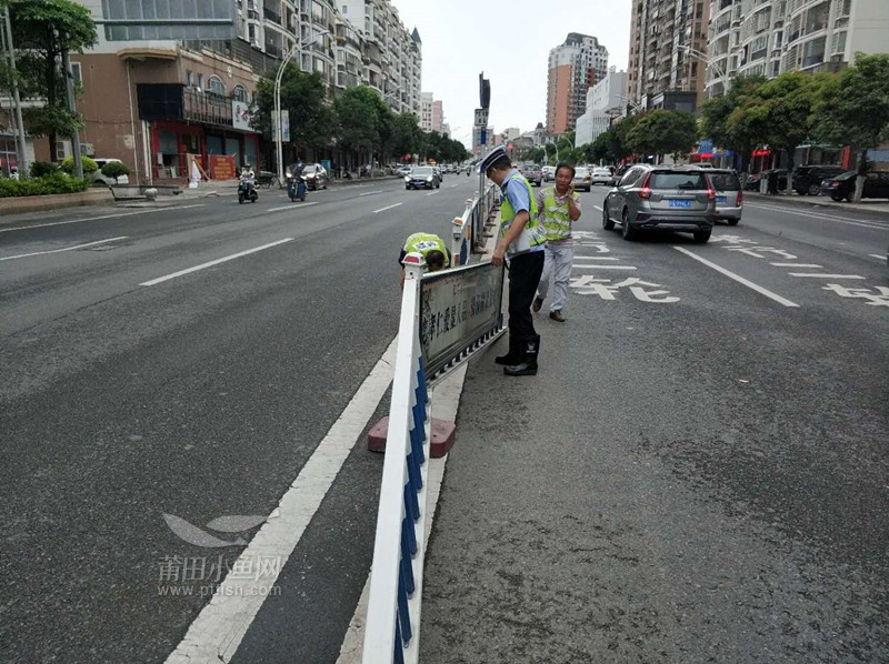 二组配合修护栏人员维修受台风影响的护栏1.jpg