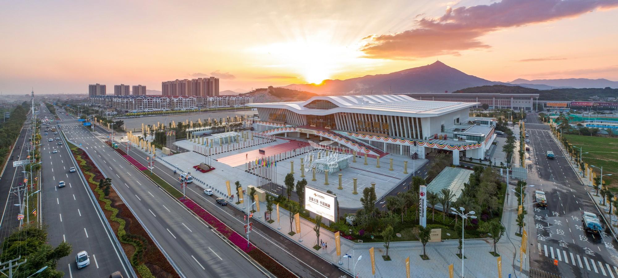威廉希尔中文网站市会展中心(湄洲日报 蔡昊·摄)