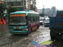 雨后的 黄石 东井街